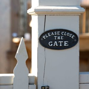 Please Close The Gate Sign Min 6