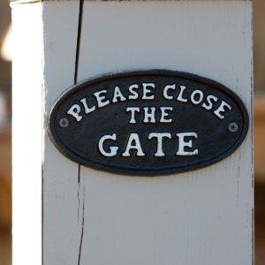 Please Close The Gate Sign Min 6