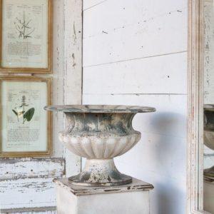 Manor Urn & Pedestal